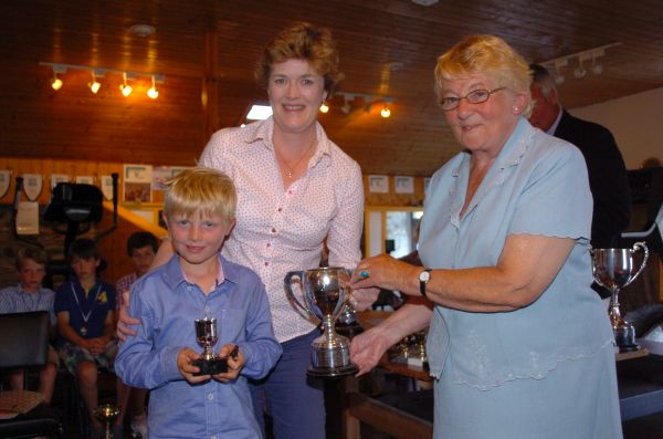 rachel and archie accept the wayfarer cup fo william wallis